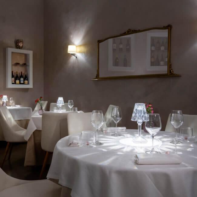 Elegante sala interna dell'Osteria Il Moro Trapani