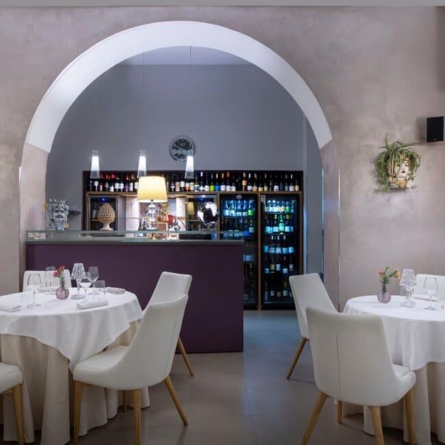 Bar e sala interna dell'Osteria Il Moro Trapani
